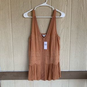 🆕AMERICAN EAGLE EMBROIDERED TOP SIZE M